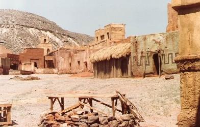 1981 - chybí hradby a cimbuří